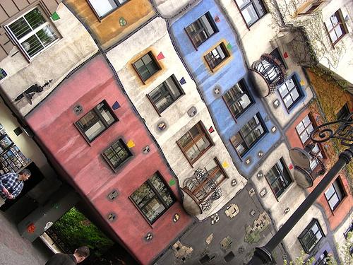 Hundertwasserhaus, photo by Thierry